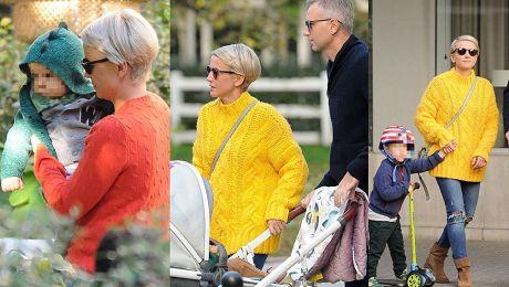 Stylowa Zielińska na jesiennym spacerze z synami i mężem