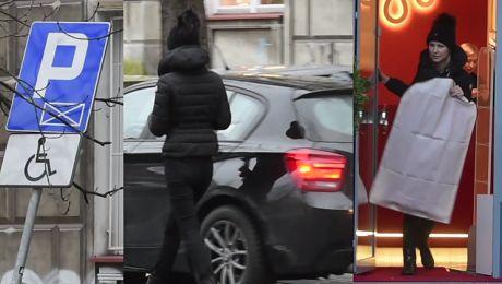 Ogórek ZASTAWIŁA samochód zaparkowany w miejscu DLA NIEPEŁNOSPRAWNYCH
