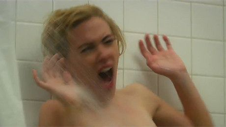 Scarlett Johansson mordowana pod prysznicem