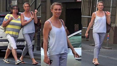 Sonia Bohosiewicz w klapkach na spacerze