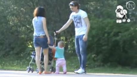 Żora Koroljow w parku z rodziną