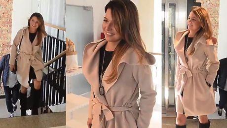 Lewandowska w eleganckim płaszczu na imprezie kulinarnej