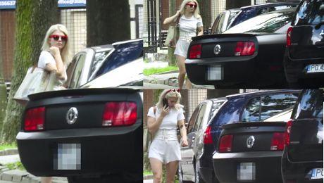 Margaret nie potrafi zaparkować swojego Mustanga WIDEO