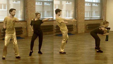 f0581a193448 Janek Mela ćwiczy choreografię z WYRYWANIEM PROTEZY