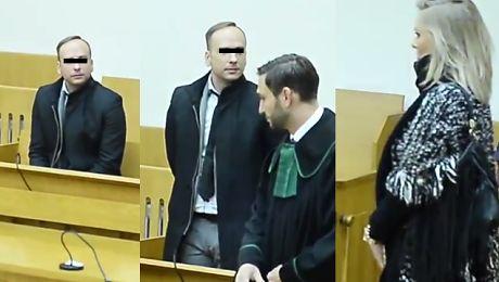 Smutny Dariusz K przygląda się żonie w sądzie