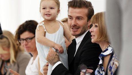 David Beckham z córeczką na pokazie Victorii