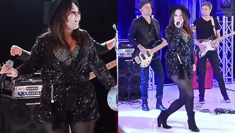 Ewa Farna śpiewa w centrum handlowym