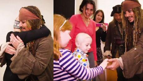 Johnny Depp jako Jack Sparrow odwiedza szpital dla dzieci