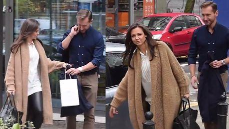 Rusin w skórzanych spodniach i Kraśko wychodzą ze studia TVN