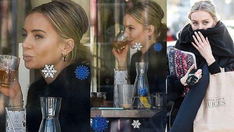 Szulim plotkuje przy herbatce w restauracji Jagodzińskiej