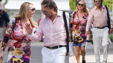 Żona Hollywood w kwiecistej sukni zachwyca się stolicą