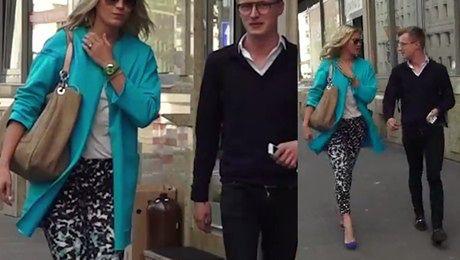 Zosia Ślotała na spacerze z kolegą