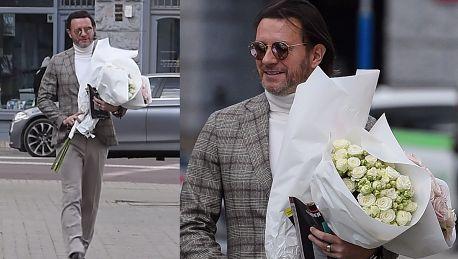 Wymuskany Majdan maszeruje z bukietem kwiatów dla Małgosi