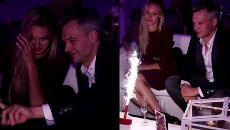 Żebrowski pije szampana z żoną