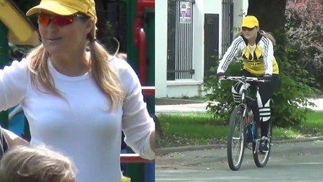 Skrzynecka z rodziną na rowerach
