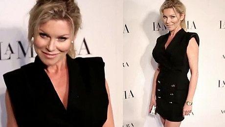 Żona Hollywood wdzięczy się na ściance Będzie gwiazdą