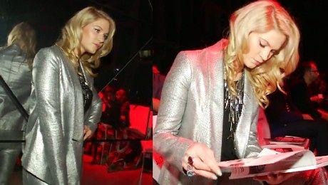 Ślotała w srebrnym garniturze