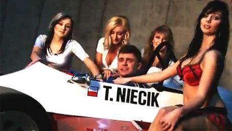 Tomasz Niecik śpiewa dla dziewczyny z Facebooka