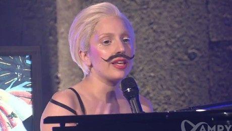 GaGa Z WĄSAMI śpiewa nowy singiel i FAŁSZUJE