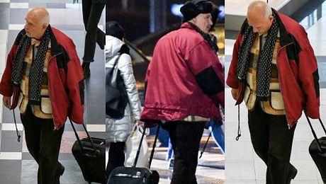 Korwin Mikke błąka się z walizką po galerii handlowej
