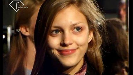18 letnia Anja Rubik pokazuje Paryż