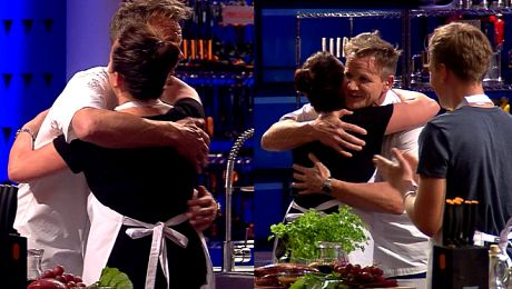 Gordon Ramsay przytula uczestniczkę polskiego Master Chef