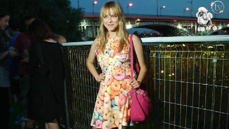 Jessica Mercedes w sukience z płatkami śniadaniowymi