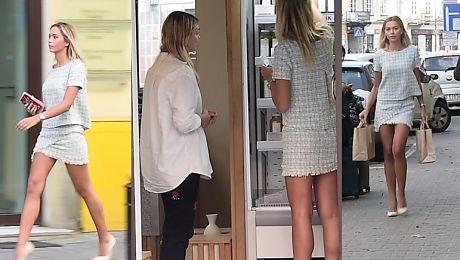 Długie nogi Sandry Kubickiej w sklepie z sokami
