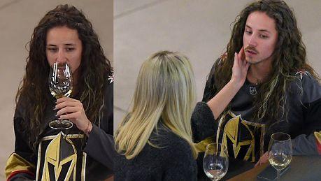 Przejęty Szpak popija wino na spotkaniu z przyjaciółką
