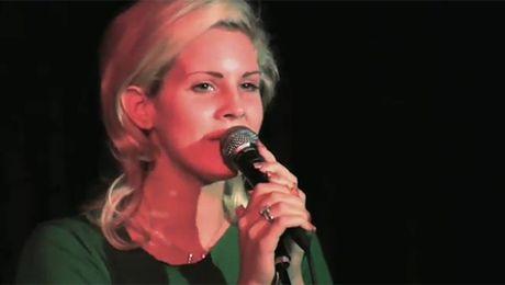 Lana Del Rey przed powiększeniem ust