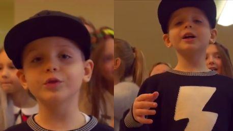 7 letni syn O S T R rapuje Jordany na nogach na głowie kaszkiet talent mam po ojcu ambicję po matce