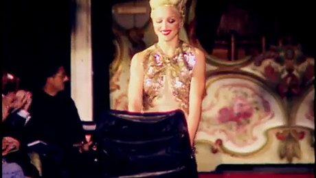 Madonna z wózkiem na pokazie Jeana Paula Gaultiera