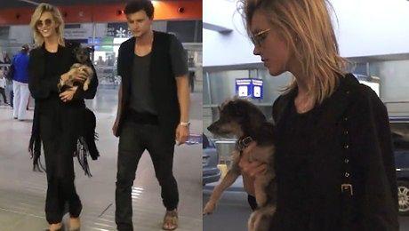 Anja z Sashą i psem na lotnisku