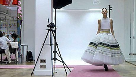Tak powstaje sukienka Diora Spędzili nad nią 200 godzin
