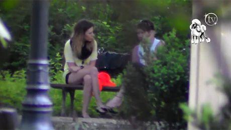 Kwaśniewska i Garlicki w parku