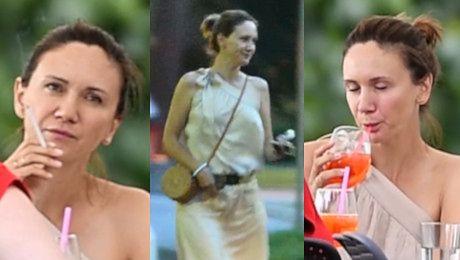 Ilona Ostrowska odpręża się przy papierosie