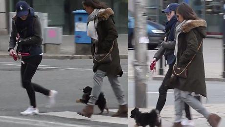 Wystylizowana Rusin wraca z córką i psem z Marszu dla Europy