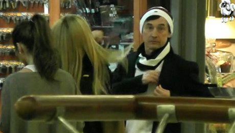 Borysewicz z brunetką i blondynką na zakupach