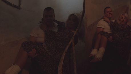 Dagmara z Królowych życia niesiona na rękach by nagrać spot wizerunkowy