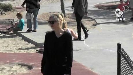 Gwen Stefani z mężem i dziećmi na spacerze