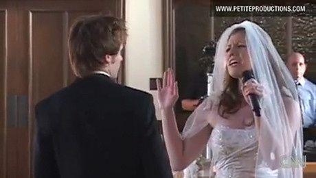 Panna młoda śpiewa podczas ślubu