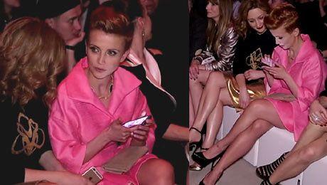 Zielińska w różowym płaszczyku Ładna