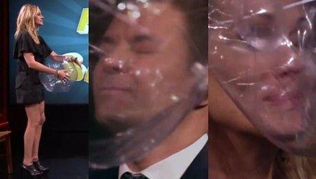 Julia Roberts i Jimmy Fallon rzucają sobie piłkami w twarz