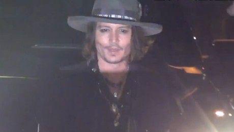 Johnny Depp imprezuje i rozdaje autografy