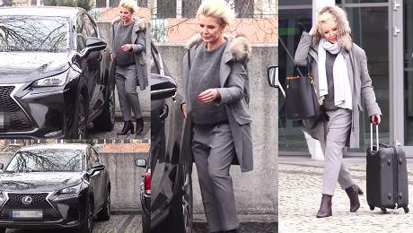 Zmarznięta Joanna Racewicz wsiada do Lexusa WIDEO