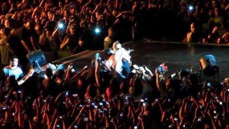 Fan Beyonce ściągnął ją ze sceny