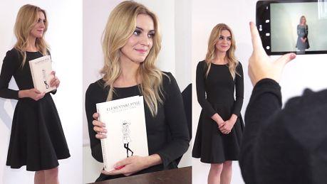 Kasia Tusk wzdycha i pozuje z książką