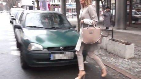 Perfekcyjna jeździ do pracy z szoferem