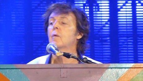 Paul McCartney śpiewa Hey Jude na Narodowym