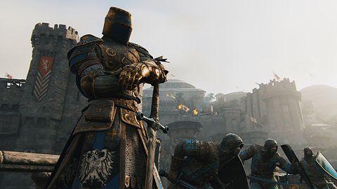 For Honor to przede wszystkim walki na miecze. Na żywo sprawdzają się diabelnie dobrze